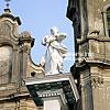 Оригинальная скульптура работы И.-Г. Пинзеля — фигура Мадонны около костела Непорочного Зачатия Пречистой Девы Марии